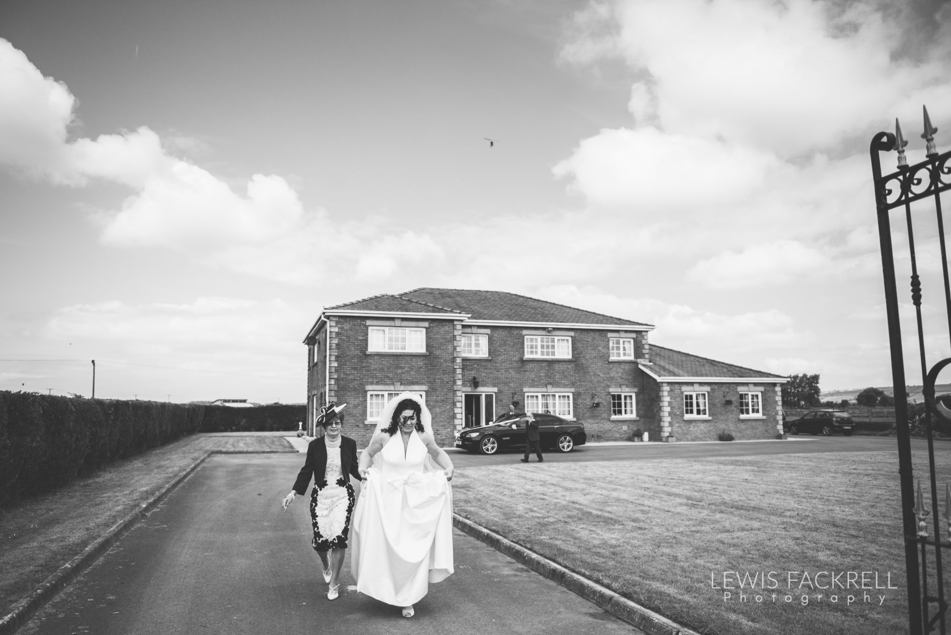 Lewis-Fackrell-Photography-Wedding-Photographer-Cardiff-Swansea-Bristol-Newport-Pre-wedding-photoshoot-Rhian-Mark-Mansion-House-Llansteffan-Carmarthenshire--11
